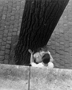 """Bords de la seine, Paris, 1949 by Izis.  Photo from the book """"Paris des Rêves"""", 1950"""