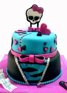 Creando en azucar. Monster High Cake