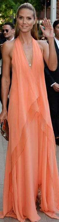heidi klum Who made Heidi Klums peach gown, jewelry, shoes, and clutch handbag that she wore in New York on June 2, 2014?