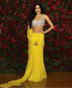 Deepika Padukone - Ranveer Singh reception was a big Bollywood bash Bollywood Girls, Bollywood Stars, Bollywood Fashion, Saree Fashion, Bollywood Wedding, Bollywood Actress, Saree Draping Styles, Saree Styles, Saree With Pants