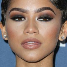 Celebrity Eyebrows - Zendaya Make-Up: Black Eye Shadow, Anthracite Eye Shadow & Purple Lipstick Glam Makeup, Pretty Makeup, Makeup Inspo, Makeup Inspiration, Beauty Makeup, Eye Makeup, Black Eyeshadow Makeup, Black Eyeshadow Tutorial, Eyeshadow For Brown Eyes