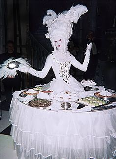 Marie Antoinette Strolling Table, brilliant strolling table supplier Screaming Queens from the US Able Table rates them :-)