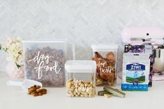 Free printable labels and expert tips for stylish, modern dog food storage. Includes labels and tips for dry food, wet food and dog treat storage. Vegetarian Dog Treats Recipe, Dog Treat Recipes, Dog Food Recipes, Printable Labels, Food Labels, Free Printable, Printables, Homemade Dog Treats, Pet Treats