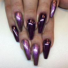"""Chrome Pink/Purple på torr och klibbig yta över """"Black Velvet"""" finns hos #lillynails"""