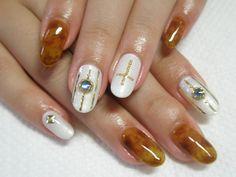 べっ甲! 【ネイルサロン ラ・クレア】 http://nail-beautynavi.woman.excite.co.jp/design/detail/25407?pint ≪ #nail #nails #nailart #softgel #natural #white #brown #gray #ネイル #秋ネイル #ソフトジェル #べっ甲ネイル ≫