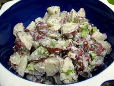wedding buffet menu: new potato salad with chive, mayonnaise and dill Mayonnaise, Wedding Buffet Menu, Southern Style Potato Salad, Recipe Makeovers, Chicken Tikka, Daily Meals, Recipe Collection, Salad Recipes, Clean Eating