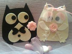 Gufi in feltro con tasca posteriore per contenere tulle e confetti .... Personalizzabili in base al colore del matrimonio