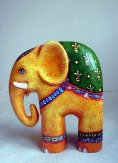 Paper Mache Projects, Paper Mache Clay, Paper Mache Sculpture, Paper Mache Crafts, Clay Projects, Clay Art, Elephant Parade, Elephant Art, Origami