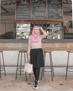 Style hijab formal simple new ideas Modern Hijab Fashion, Muslim Fashion, Modest Fashion, Fashion Dresses, Casual Hijab Outfit, Hijab Chic, Casual Dresses, Ootd Hijab, Fashion 2020