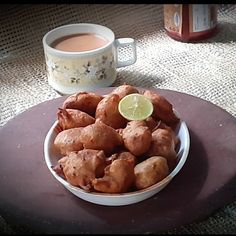 Appetizer Recipes, Snack Recipes, Appetizers, Recipe Procedure, Dried Mangoes, Green Chutney, Rainy Season, Indian Snacks, Yummy Food