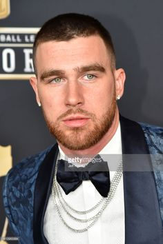 Player Travis Kelce attends the NFL Honors at University of Minnesota… News Photo : Player Travis Kelce attends the NFL Kansas City Chiefs Football, Nfl Football Players, Kc Football, Baseball Guys, Pittsburgh Steelers, Dallas Cowboys, Baseball Cards, Beautiful Men Faces, Gorgeous Men
