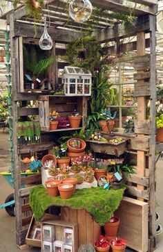 45 Casual Diy Garden Pots Containers Design Ideas On A Budget - Gardening can be one of the most rewarding activities you will ever do. It can also be the most time consuming. It doesn't matter if your garden is bi. Pallet Projects, Garden Projects, Pallet Ideas, Diy Projects, Garden Shop, Garden Pots, Tower Garden, Garden Center Displays, Garden Inspiration