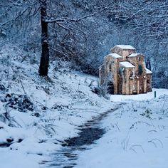 Qué hacer - Turismo en Oviedo - La Nueva España Paraiso Natural, Romanesque, Mount Rushmore, Spain, Snow, Mountains, Nature, Painting, Travel