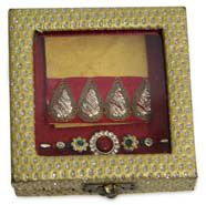 Send Rakhi Token To Bhai through http://www.onlinerakhigift.com/rakhi-gifts-hampers.html