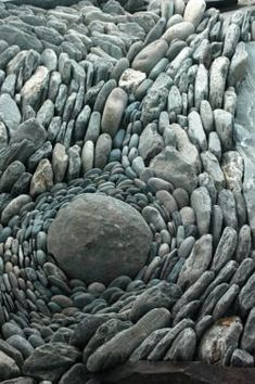 "for a man to go away by himself . to sit on a rock ."" ― Carl Sandburg (photo via land art) Land Art, Pebble Mosaic, Pebble Art, Pebble Garden, Mosaic Garden, Rock Garden Art, Mosaic Rocks, Concrete Garden, Garden Paths"