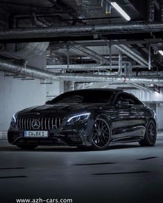 Mercedes Amg, Black Mercedes Benz, Mercedes Benz Wallpaper, Latest Cars, Bmw Cars, Amazing Cars, Car Pictures, Luxury Cars, Dream Cars