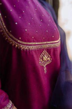Embroidery Suits Punjabi, Hand Embroidery Dress, Kurti Embroidery Design, Indian Embroidery, Velvet Dress Designs, Fancy Blouse Designs, Designs For Dresses, Pakistani Fashion Casual, Pakistani Dress Design