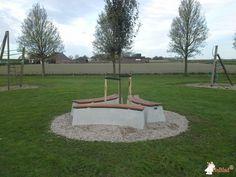Boombank DeLuxe Ovaal bij Rondom een boom in Nieuwendijk in Goudswaard