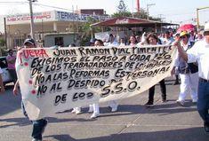 Trabajadores de salud marchan en Juchitán, piden la salida de Pimentel