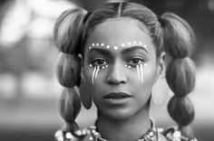 Beyonce Channels Osun Goddess And Yoruba Spirituality In 'Lemonade' Maquillage Voodoo, African Face Paint, Tribal Face Paints, Tribal Paint, Estilo Beyonce, African Makeup, Afro Punk, Beyonce Knowles, Queen B