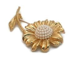 Check out this item in my Etsy shop https://www.etsy.com/ca/listing/220573208/vintage-daisy-brooch-domed-seed-pearl