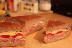 Správná párty se nesmí obejít bez luxusního pohoštění. Neztrácejte čas s obloženými chlebíčky, ale připravte chutný plněný chléb, který chutná mnohem lépe.