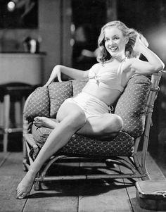 Marilyn Monroe photographed by Earl Moran c. 1947