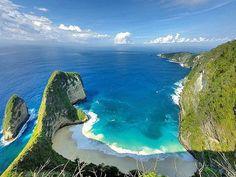 """Manta Point,Nusa Penida Island,Bali #thisisindonesia Photo by @komangayutriadnyani"""