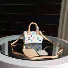 Large choice of the newest handbags. From women leather wholesale handbags to classic fabric. All top brands. Handbags Michael Kors, Luxury Handbags, Louis Vuitton Handbags, Purses And Handbags, Luxury Purses, Luxury Bags, Tod Bag, Cute Purses, Vuitton Bag