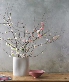 Spring flower arrangements: Bouquet of branches Arte Floral, Deco Floral, Floral Design, Spring Flower Arrangements, Spring Flowers, Floral Arrangements, Spring Bouquet, Ikebana, Cherry Blossom Decor