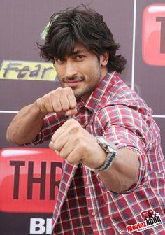 Lets play Vidyut Jamwal Indian Bollywood Actors, Bollywood Stars, Bollywood Actress, Indian Celebrities, Bollywood Celebrities, Surya Actor, Hottest Guy Ever, Swag Boys, Hair Styles 2014