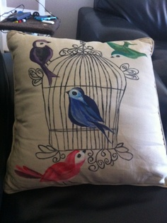 Hand painted bird cushions Hand Painted Fabric, Fabric Painting, Knit Crochet, Objects, Cushions, Birds, Throw Pillows, Sewing, Knitting