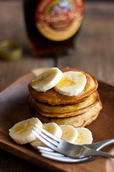 Vegan banana pancakes by Chocochili. In Finnish Vegan Banana Pancakes, Dairy Free, Gluten Free, Cooking Recipes, Healthy Recipes, Healthy Food, Vegan Desserts, Healthier Desserts, Sugar Free Recipes