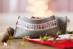 """Webband Weihnachtsgirlande aus dem Buch """"Dezemberfreude"""" #acufactum #webbaender #wovenribbon #dezemberfreude #winter #weihnachten #christmas #girlande #naehen #sewing #sticken #embroider #kreuzstich #crossstitch #diy"""