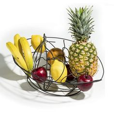 Fruit basket made by the #maker Giovanni Casellato. A simple wire becomes a sinuous object for your home completely #handmade. Discover the #Filodolce collection by #lagodesign on http://www.malfattistore.it/?page_id=1397