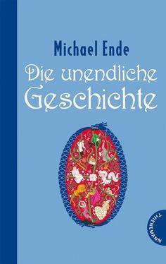 """Bastian Balthasar Bux gerät in einem Antiquariat an ein Buch, das ihn auf magische Weise anzieht: Die unendliche Geschichte. Er stiehlt es und liest auf dem Schulspeicher vom grenzenlosen Reich Phantásien, in dem sich auf unheimliche Weise das Nichts immer weiter ausbreitet. Ursache dafür ist die Krankheit der """"Kindlichen Kaiserin"""", die einen neuen Namen braucht, um gesund zu werden. Den kann ihr aber nur ein Menschenkind geben."""