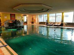 I miss the beautiful pool @westinmunich. Floating around in the calm spa waters was one of the best cures for a severe London-itis... . . . #Munich #travel #BloggerInvite #LuxuryHotels #travelgram #mytinyatlas #thehappynow #flashesofdelight #TravelwithFathom #traveldeeper #traveletting #travelawesome #traveler_stories #instatravel #cntraveler #iamatravelette #spa #Luxury #delicious #relaxation #wanderlust #passionpassport #postitfortheaesthetic #pursuepretty #stayandwander #letsgosomewhere…