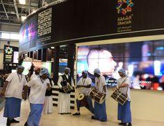 Traditionelle Musik am Stand von Sharjah.
