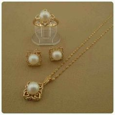 Pearl Necklace Designs, Jewelry Design Earrings, Gold Jewellery Design, Pearl Jewelry, Gold Earrings, Antique Jewellery Designs, Gold Ring Designs, Bridal Jewelry Vintage, Gold Jewelry Simple