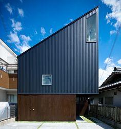 hammock house by UZU architects looks out to osaka, japan
