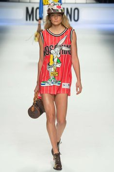 Moschino - Fall 2015 Ready-to-Wear - Look 18 of 65?url=http://www.style.com/slideshows/fashion-shows/fall-2015-ready-to-wear/moschino/collection/18