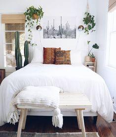 Chambre cosy draps housse de couette blanc suspension floral espace détente deco intérieur blog deco #chambre #bedroom #draps #housse #couette #blanc #white #suspension #florale #flowers #nature #espace #detente #ambiance #cosy #confortable #deco #decoration #homedesign #homedecor #homedecoration #homesweethome #interieur #interior