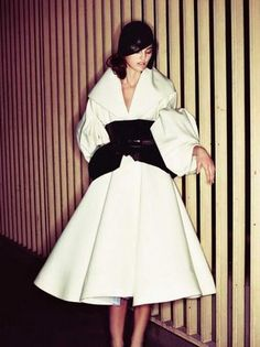 Dior Haute Couture Fall I miss those Galliano days. Christian Dior, White Fashion, Love Fashion, Vintage Fashion, Dior Fashion, Runway Fashion, Fabulous Dresses, Beautiful Outfits, Vogue