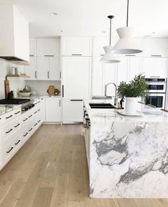 Love looking for great white kitchen decorating ideas? Check out these gallery of white kitchen ideas. Tag: White Kitchen Cabinets, Scandinavian, Small White Kitchen with Island, White Kitchen White Witchen Countertops New Kitchen, Kitchen Interior, Kitchen Dining, Kitchen Decor, Kitchen Modern, Kitchen Ideas, Kitchen Island Lighting Modern, Kitchen Wrap, Scandinavian Kitchen