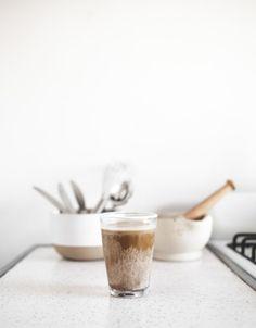 Medjool Date + Vanilla Bean Café Au Lait De Coco // offbeat + inspired Latte Macchiato, I Love Coffee, My Coffee, Drink Coffee, Coffee Break, Morning Coffee, Little Lunch, Medjool Dates, Coffee Cafe