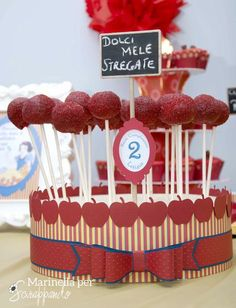 CAKE POPS  Snow white party by Marinella