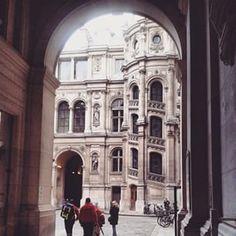@janettesvn Instagram photos | #courtyard #Hôteldeville #architecture #Paris #Paris4 #instafrance #instaparis #igersparis