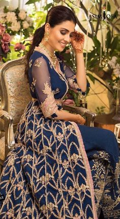 Pakistani Fashion Casual, Pakistani Dresses Casual, Pakistani Wedding Outfits, Pakistani Bridal Wear, Pakistani Dress Design, Bollywood Fashion, Pakistani Suits, Stylish Dresses, Nice Dresses