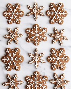 Gingerbread Snowflake Cookies - ALWAYS EAT DESSERT These are truly the BEST gingerbread cookies! This recipe makes soft and chewy gingerbread cookies full of festive holiday flavor. My simple icing recipe makes it easy to decorate these Soft Gingerbread Cookie Recipe, Soft Cookie Recipe, Ginger Bread Cookies Recipe, Gingerbread Man Cookies, Decorating Gingerbread Cookies, Gingerbread Houses, Cookie Recipes, Gingerbread Recipes, Christmas Sweets