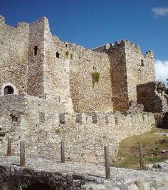 Patras, château. fortifications. Crédits photo : Automatomato (Flickr) Patras, Fortification, Mount Rushmore, Greece, Images, Mountains, Travel, Photos, Castle Interiors
